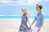 Young couple on a tropical island — 图库照片