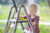 Mommy's little helper — Zdjęcie stockowe