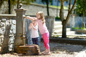 Girls   with   water fountain — Stock Photo