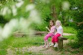 Due sorelline — Foto Stock