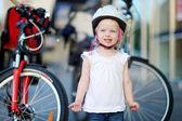 Little  girl in bike helmet — ストック写真