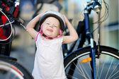 Menina com bicicleta — Foto Stock