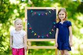 Kleine Schwestern von Tafel — Stockfoto