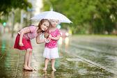 Sisters under rain — Stock Photo