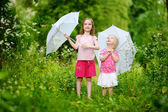 Two   sisters  under  rain — Stock Photo