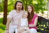 Heureux jeune famille de trois — Photo