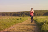Woman jogging at park — Stockfoto