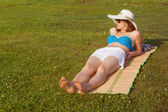 Woman sunbathe on the grass. — Stock Photo