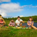 Постер, плакат: Family picnic