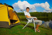 Hombre en el camping — Foto de Stock