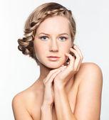 örgü saç modeli olan kadın portresi — Stok fotoğraf