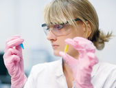Woman scientist in laboratory — Foto de Stock
