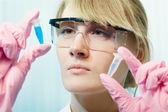 Woman scientist in laboratory — Stock Photo