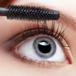 ������, ������: Beautiful woman applying mascara