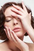 Brunette vrouw met manicure — Stockfoto