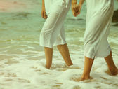 Instagram colorized vintage couple at beach legs portrait — Stok fotoğraf