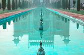 Reflection of Great gate (Darwaza-i rauza) in water — Stockfoto