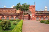 Charbagh or Agra Red Fort in morning mist — Stock Photo