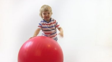 Boy playing with big ball — Stock Video
