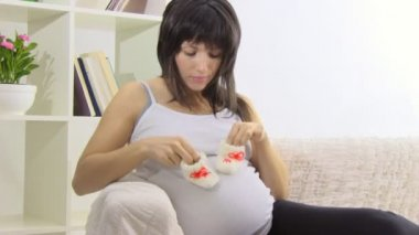 Pregnant woman resting on sofa — Stock Video