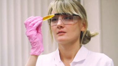 Beauty woman in modern laboratory — Stockvideo