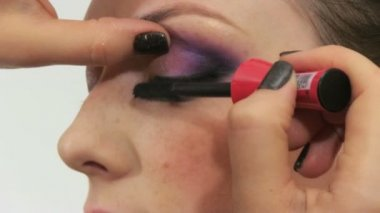 Woman having make up in beauty salon — Stock Video