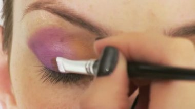 Woman having make up in beauty salon — Vídeo Stock