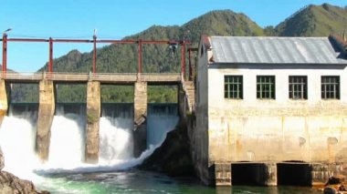 Old dam of hydroelectric power station — Stock Video