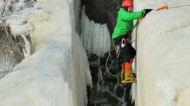 Ice climber — Stock Video
