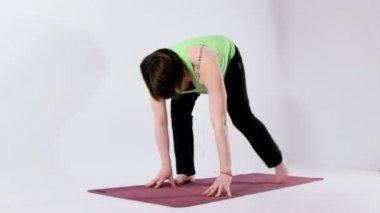 Woman doing yoga — Stock Video
