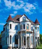 Beautiful house — Stock Photo
