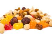 焼かれたナットおよび砂糖漬けのフルーツ — ストック写真