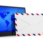 tablette et enveloppe sur fond blanc. image 3d isolé — Photo