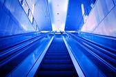 Yürüyen merdiven yukarı — Stok fotoğraf