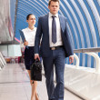Businessman and businesswoman walk — Stock Photo