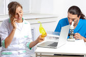 Doctor talking on a mobile phone in lab — Stockfoto