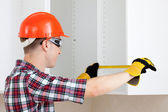 Builder measures the length — Stock Photo