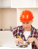 Foreman makes the calculations — Stock Photo