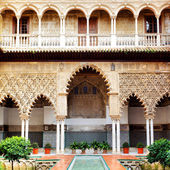 Courtyard in Alcazar — Stock Photo