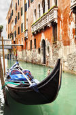Narrow canal in Venice — ストック写真