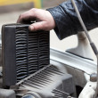 Foto Stock: Replacing air filter