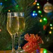 Two glasses of champagne and gift — Stock Photo #14941215