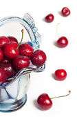 Cherries in vase — Stockfoto