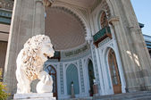 Sculpture of lion in Vorontsov Palace in the Alupka — Stock Photo