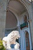 Sculpture of lion in Vorontsov Palace in the Crimea — Stock Photo