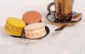 Coffee and macaroons — Stock Photo