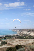 Flying paraglider in the sky, Kourion, Cyprus — Stock Photo
