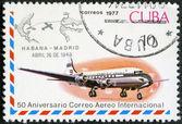 Cuba - 1977: spettacoli del getto velivolo e cachet dell'Avana-madrid, Apr. 26, 1948, servizio di posta aerea internazionale serie, 50 ° anniversario — Foto Stock