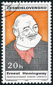 CZECHOSLOVAKIA - 1968: shows portrait of Ernest Hemingway (1899-1961), series Cultural personalities of the 20th centenary and UNESCO — Foto Stock