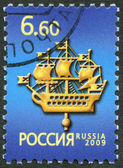 RUSSIA - 2009: dedicated ship on admiralty steeple symbol of Saint-Petersburg — 图库照片